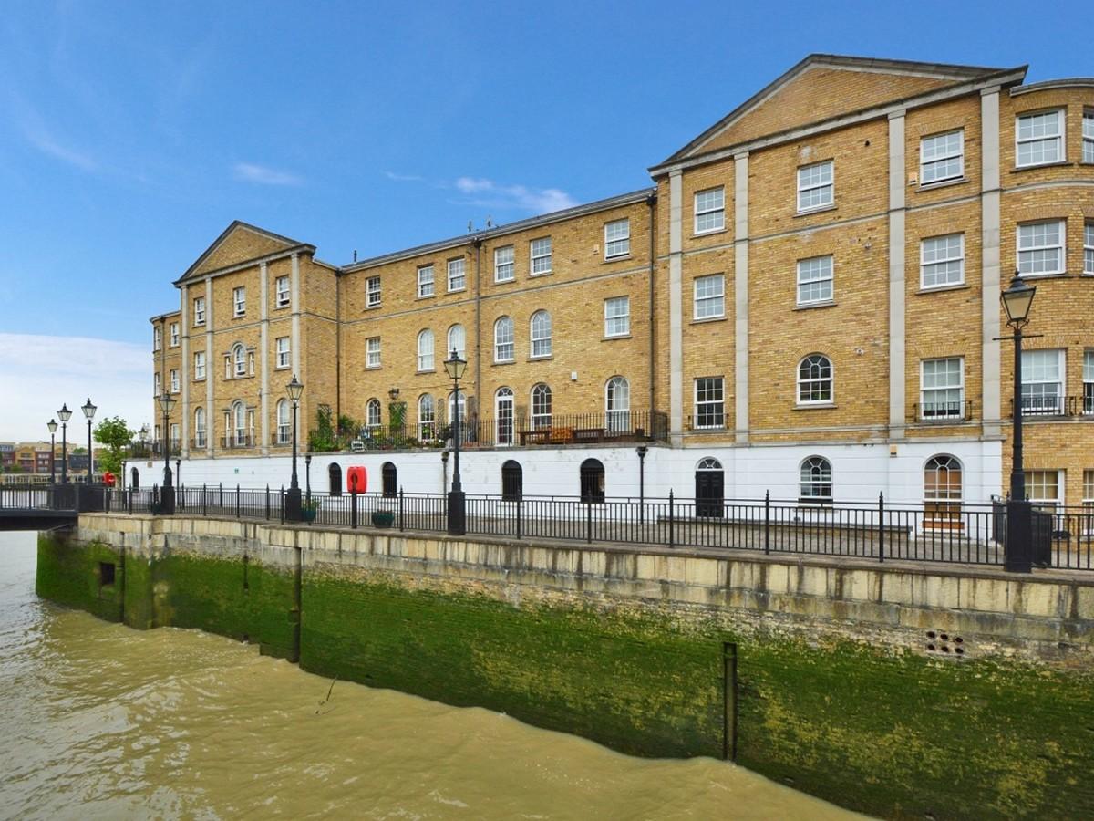 Alex Neil Estate Agents in Bermondsey South East London Club Card 7.jpg
