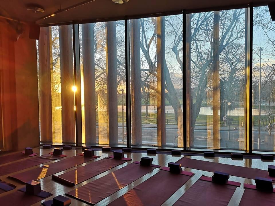 LLiV yoga south london club