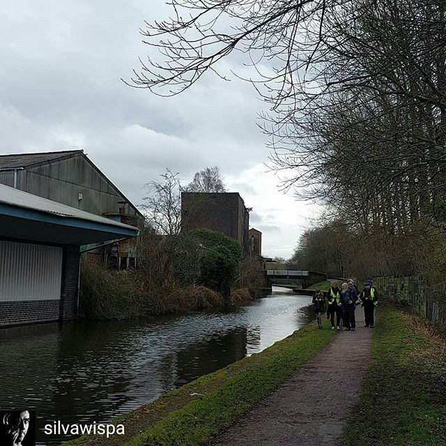 A brilliant canal photowalk on Saturday morning from Westport Lake to Middleport.  Thanks to @silvawispa for the photo