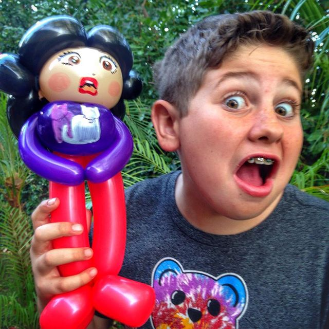 Do you love @mirandasings ? Because this young gentleman certainly does! #mirandasings #niftyballoons #balloonart