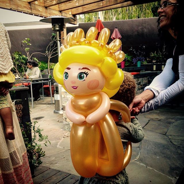 Princess on the go! It's a backpack version of Princess Aurora (from the live action Maleficent)! #balloonart #niftyballoons #princessaurora #maleficentmovie