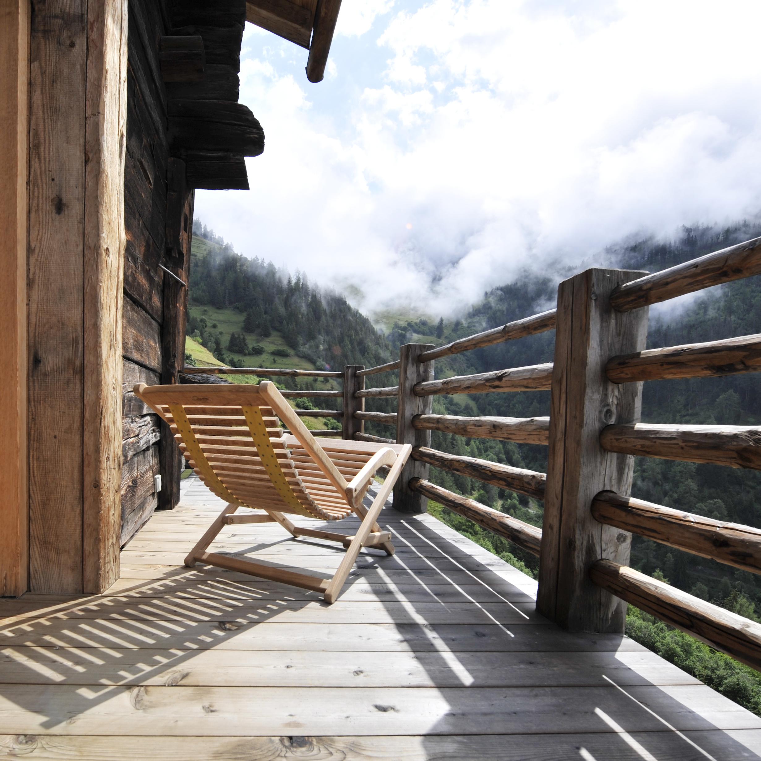 1.Montagne Alternative-Here & Away.jpg