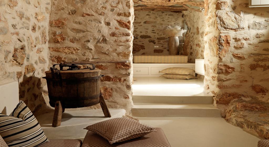 2.Themonies Luxury Suites-Here & Away.jpg