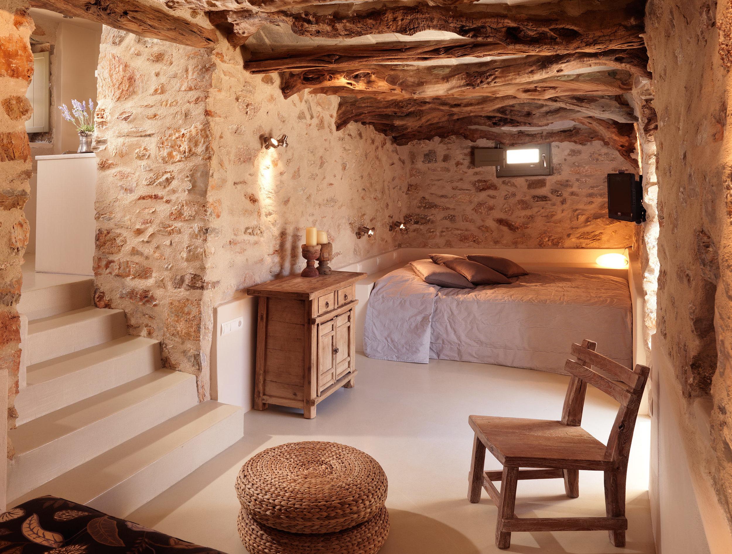 5.Themonies Luxury Suites-Here & Away.jpg