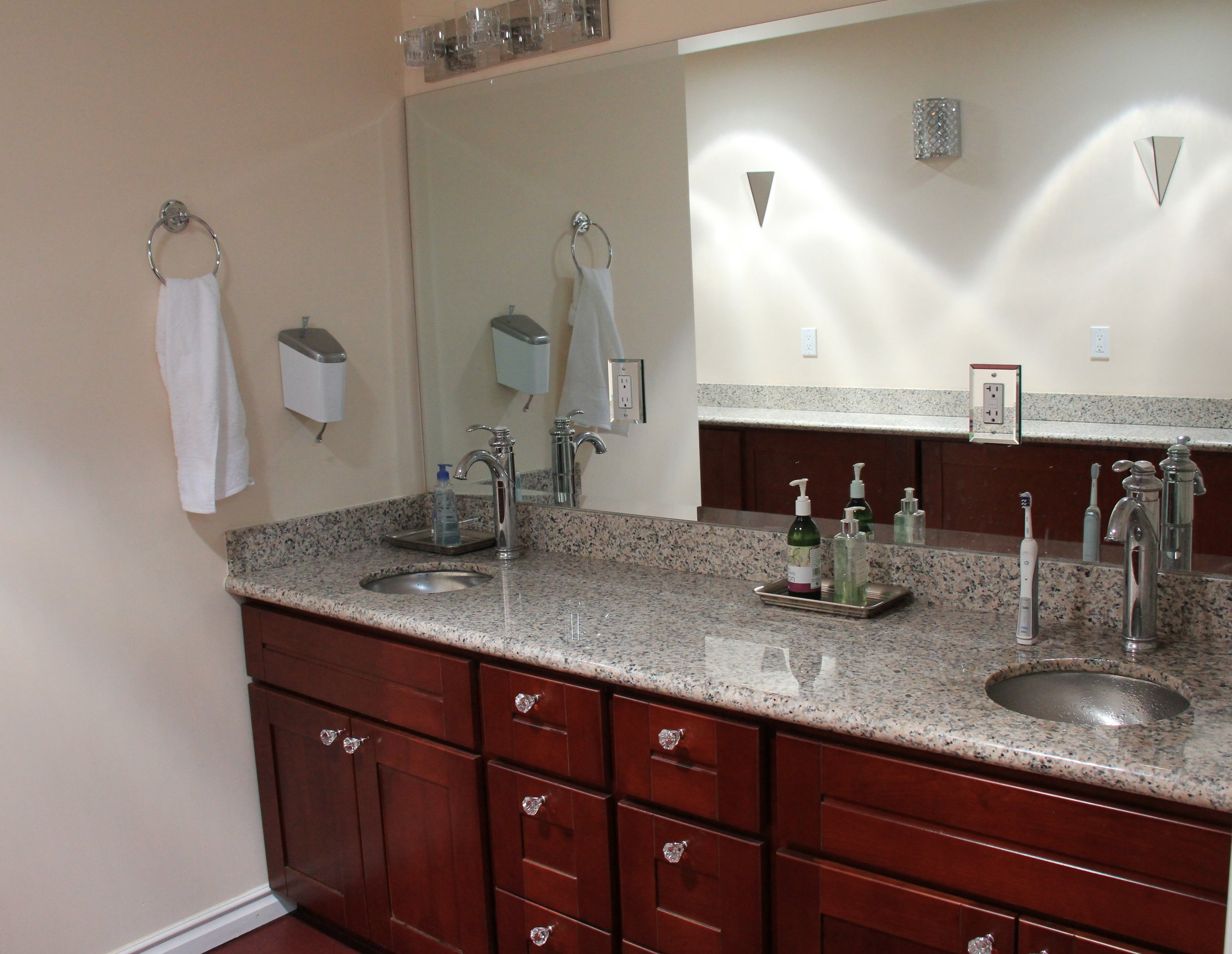 Granite countertop and double sinks in Lodge bathroom