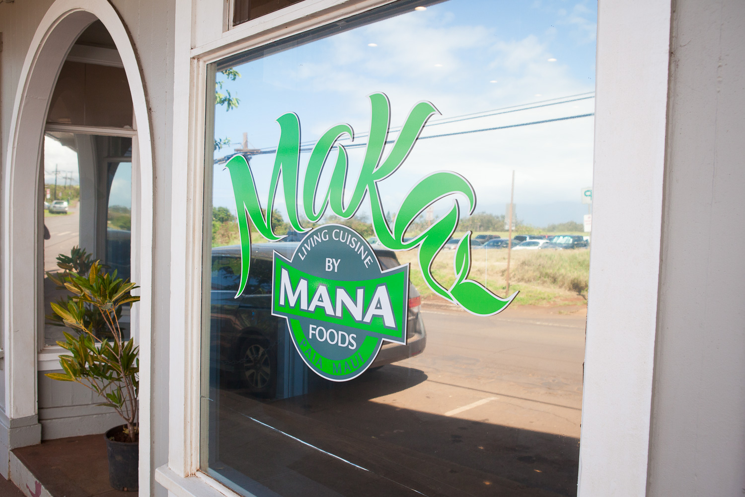 entrance-maka-by-mana-restaurant-paia-maui.jpg