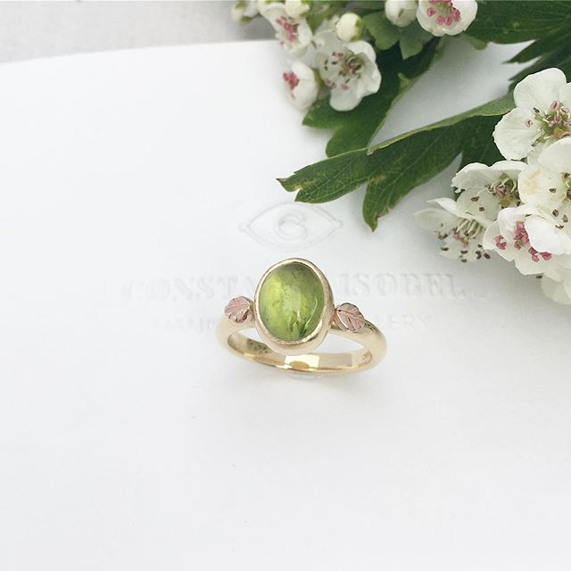 This Gold Peridot ring was commissioned for a special birthday gift 🌞✨ #handmade #peridotgoldring #carvedleaves #peridot #augustbirthstone #constanceisobel #york #yorkshirejeweller #handmadering