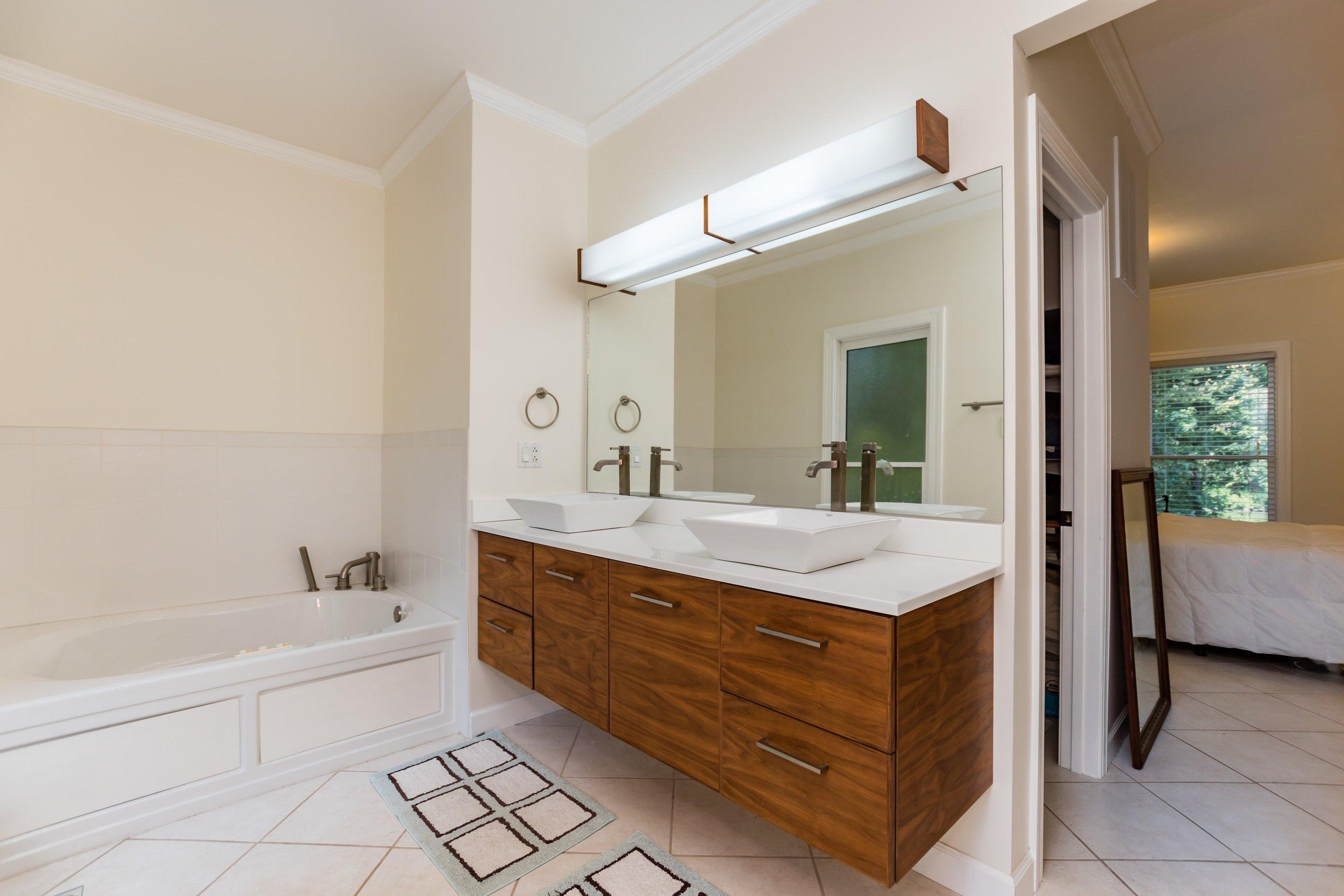 015_Master Bathroom.jpg