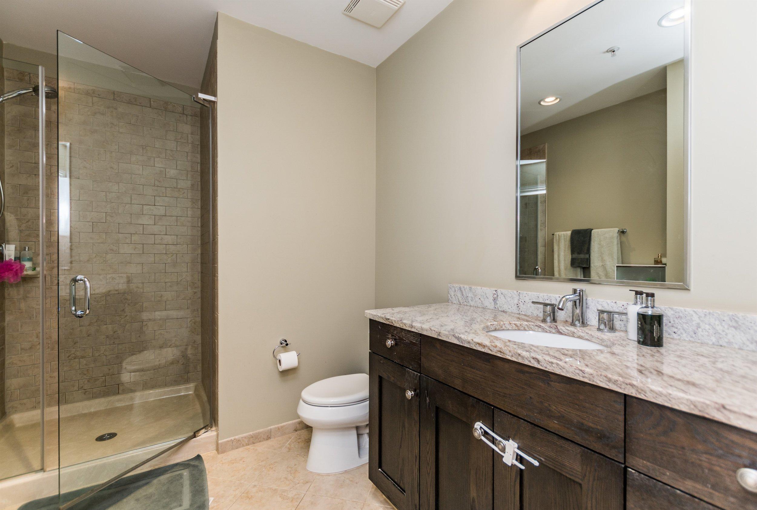 021_Hallway Full Bathroom.jpg