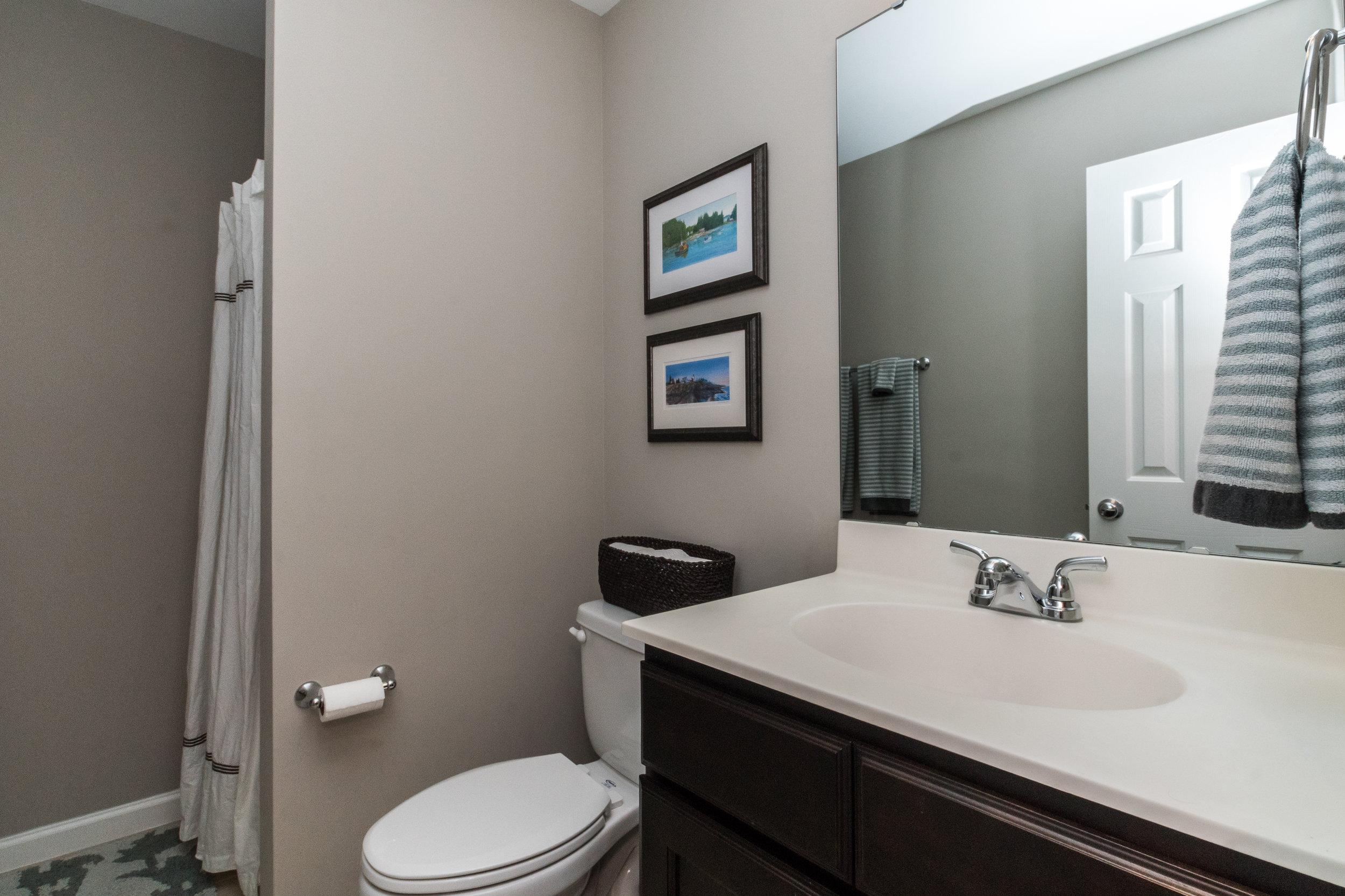 018_ Hallway Full Bathroom.jpg