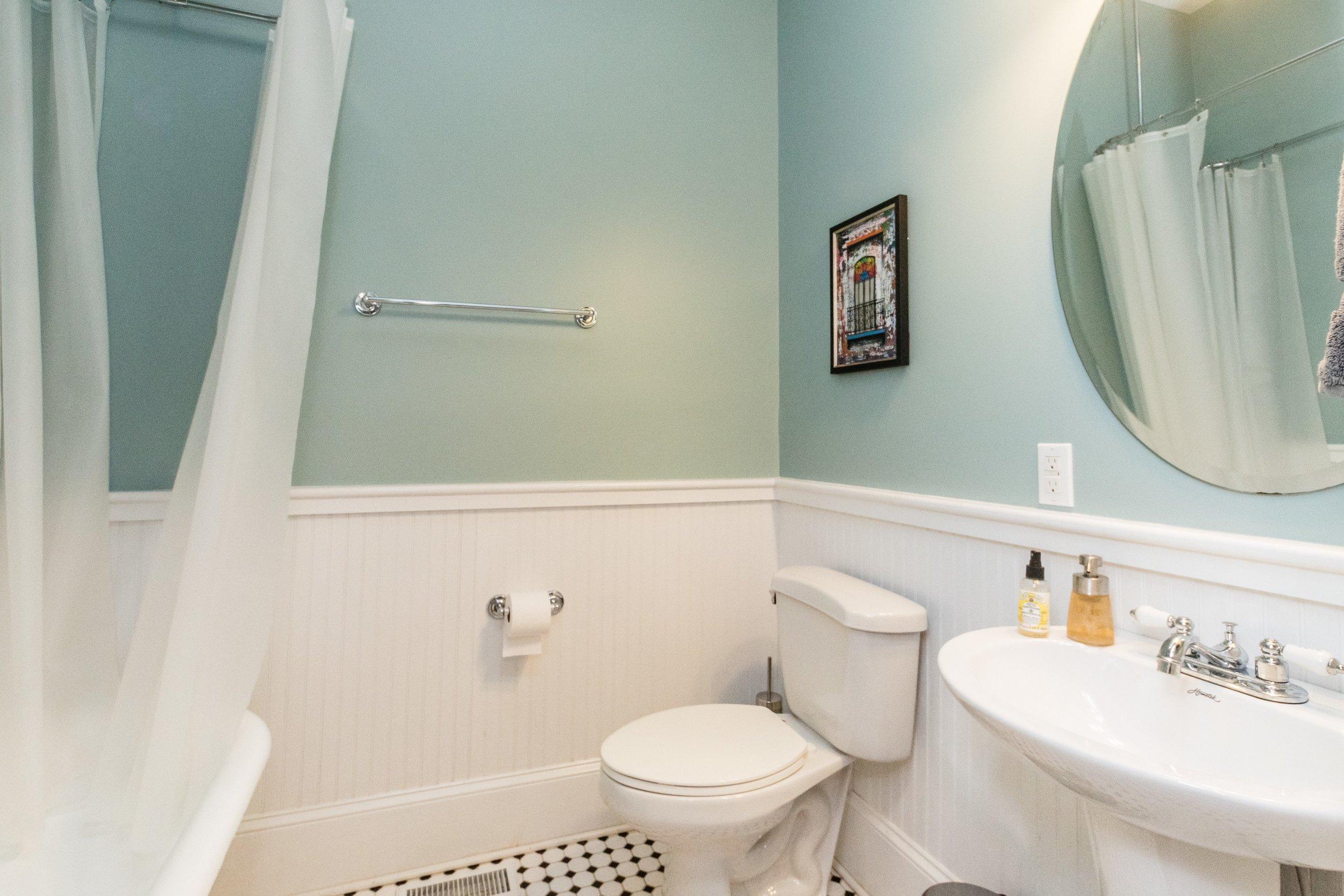 006_First Floor Full Bath.jpg
