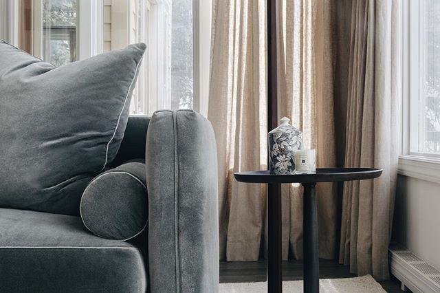 Details 👌🏻 . . . . . #interiors #interiordesign #kravet #fornasetti #aspen #aspensnowmass #skihouse #details