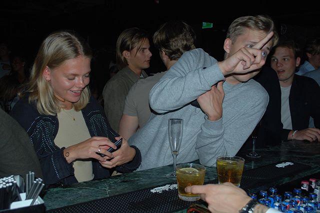 Många fingrar i baren till helgen🤪🦅🍭