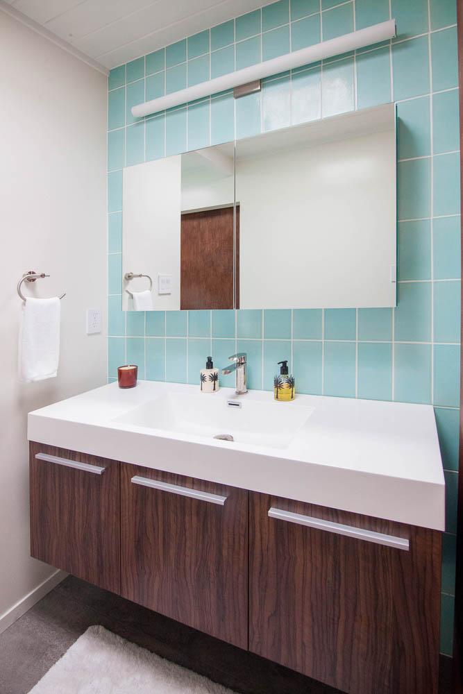 Eichler-Modern-Bathroom-Fireclay-Tile.jpg
