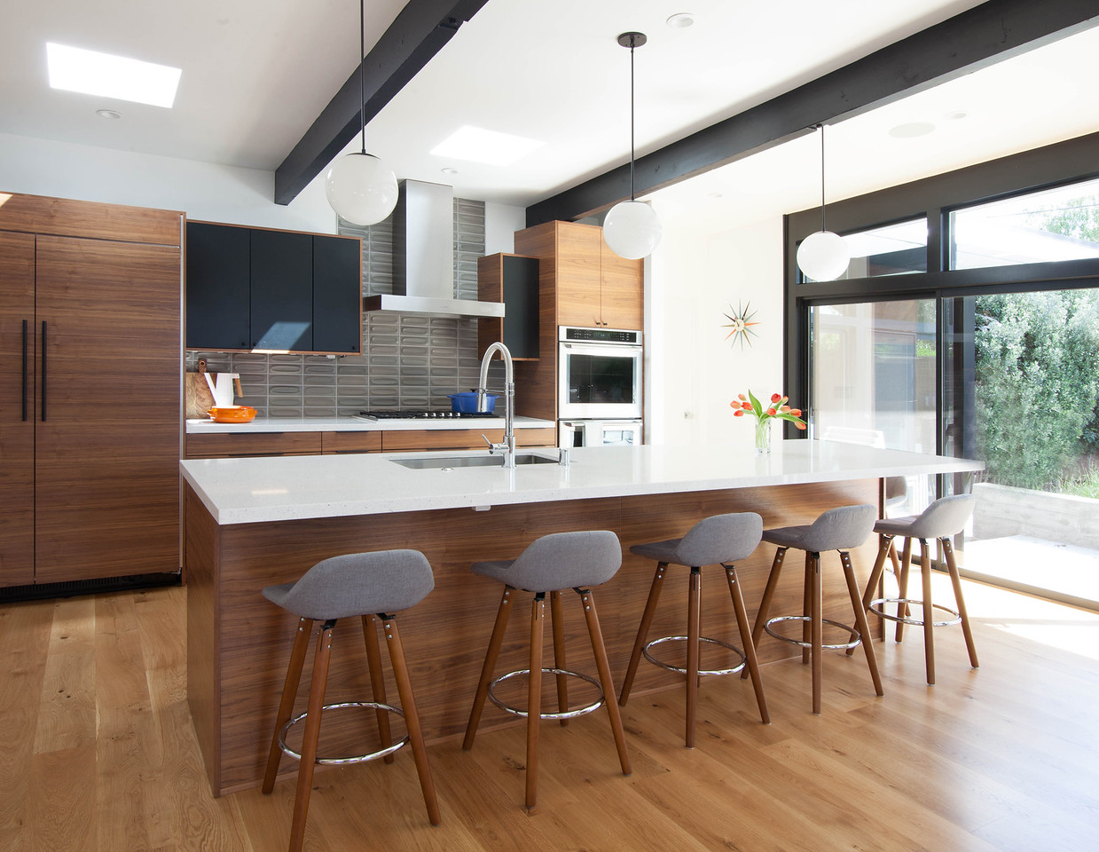 Silicon-valley-midcentury-modern-kitchen.jpg