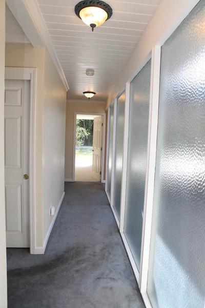 hallway-before2.jpg