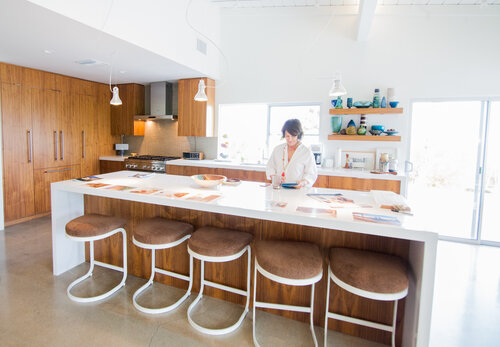 5 Mid Century Modern Flooring Options That Stand The Test Of Time Mid Century Modern Interior Designer Portfolio