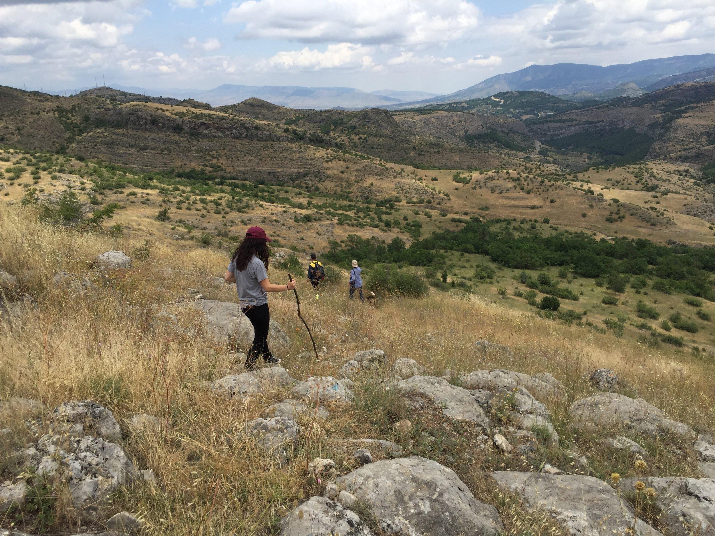 Hiking into Honut Canyon