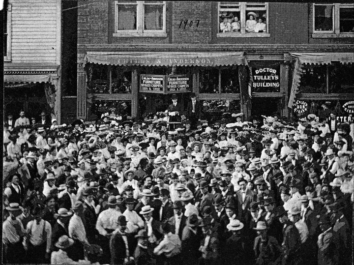 Political rally on state street Granite City, photo courtesy The Granite CIty Chronicle
