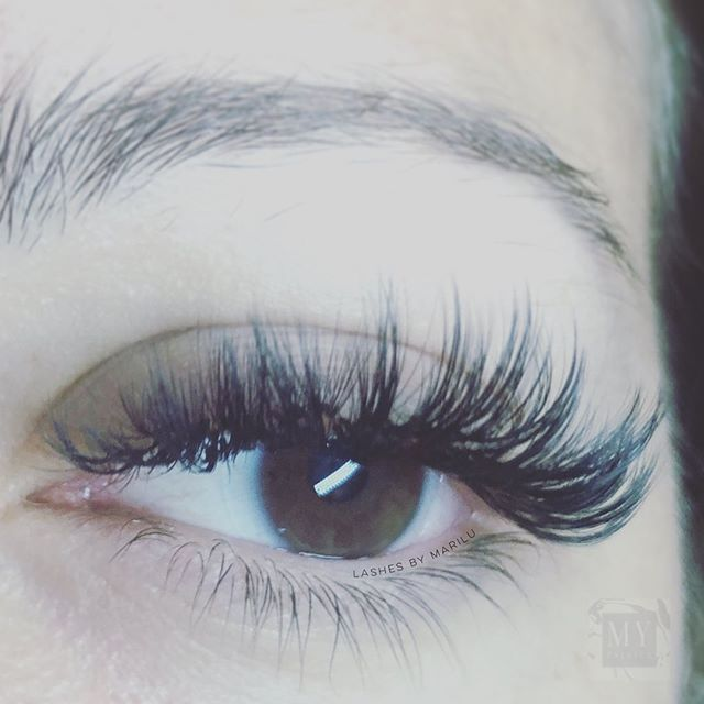 What are your thoughts over these #wispy #lashes ❔❔❔ #lashextensions by #lashartist MariLu.... only using the #best products by @novalashusa 😇