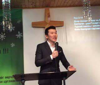 현지교회 리더로 세워진 어르헝 형제의 간증모습