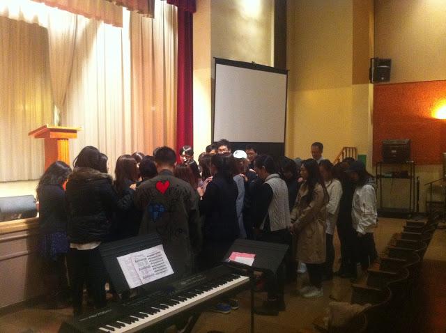 함께 기도하는 MMC 청년들