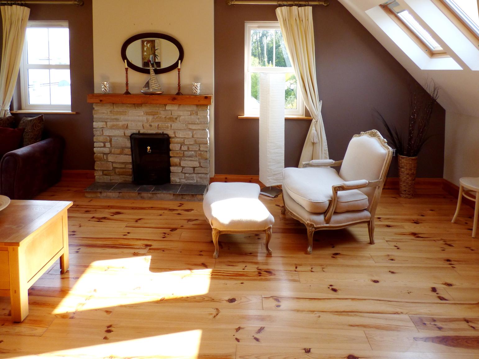 upper-living-room-1.JPG