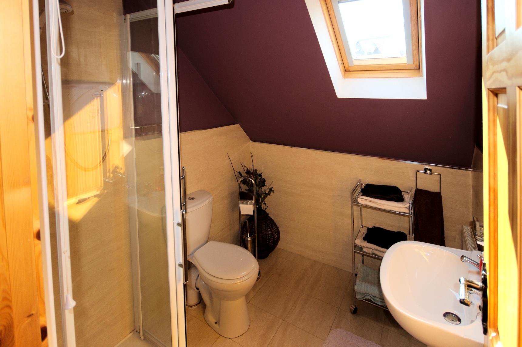 Upper-Bathroom.jpg