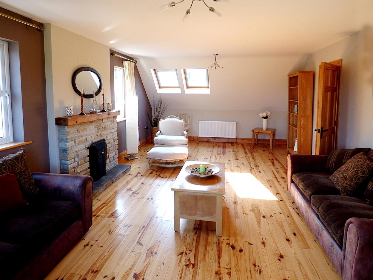 upper-livingroom-2.JPG