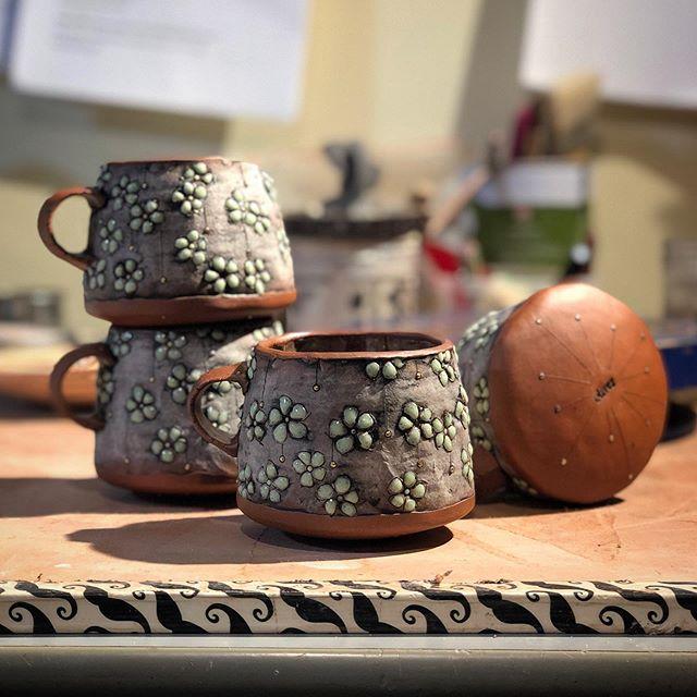 🌿 Happy #mugshotmonday! 🌿 • • • • #mug #mugs #clay #ceramics #pottery #ncclay #828isgreat #madeinnc #buyhandmade #supportlocal #coffeelover #flowerpower