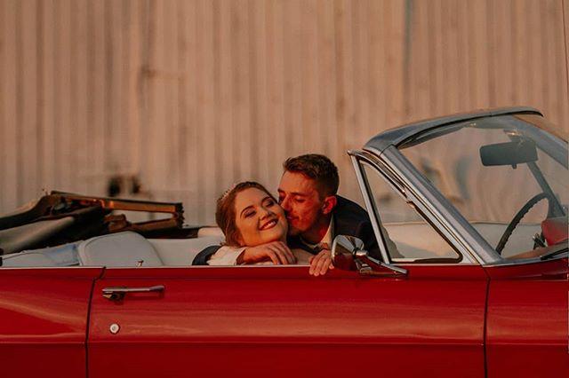 """Every time you kiss me it's like sunshine & whiskey."" �☀ #goldenhourphotography #brideandgroom #kentuckybride #kentuckyweddingphotographer #kentuckyphotographer #septemberbride #chasinglight #greenshoeswedding #allenacoxphotography #acpweddings"
