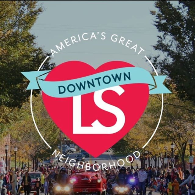 We're honored to be in one of America's Great Neighborhoods! We feel blessed to be a part of this amazing community. #DowntownLS has been named a 2019 #APAgreatplaces Great Neighborhood. downtownls.org/greatneighborhood  Photo credit Downtown Lee's Summit Main Street