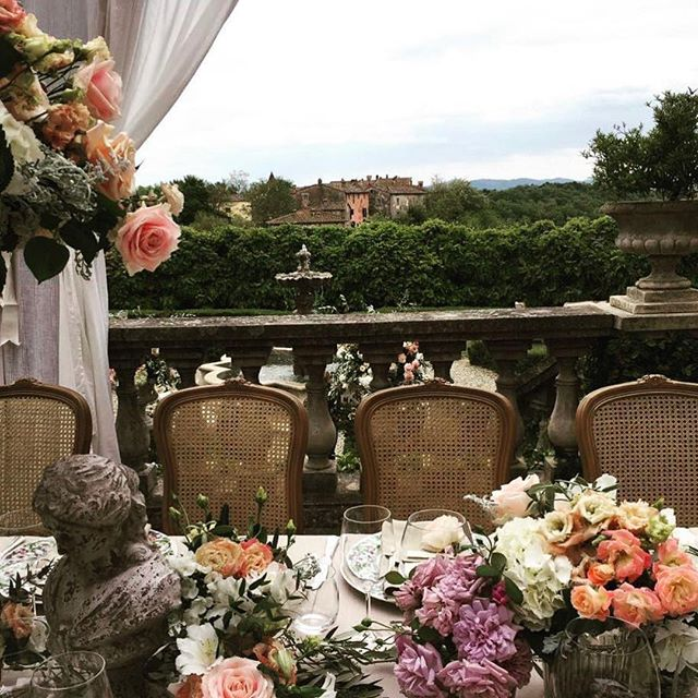 We dream of romance and a beautiful Tuscany wedding like this planned by #weddingitaly #bespokedesign PC| @weddingitaly