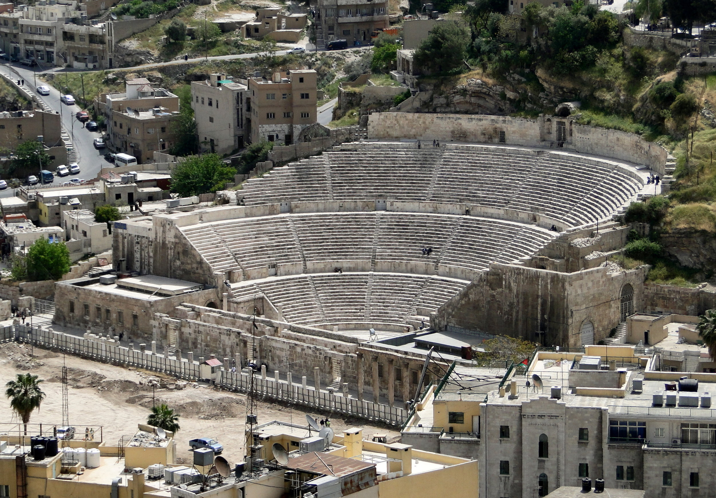 The Roman Theater in Amman. Photo taken by Bernard Gagnon, distributed under  CC BY-SA 4.0  license.