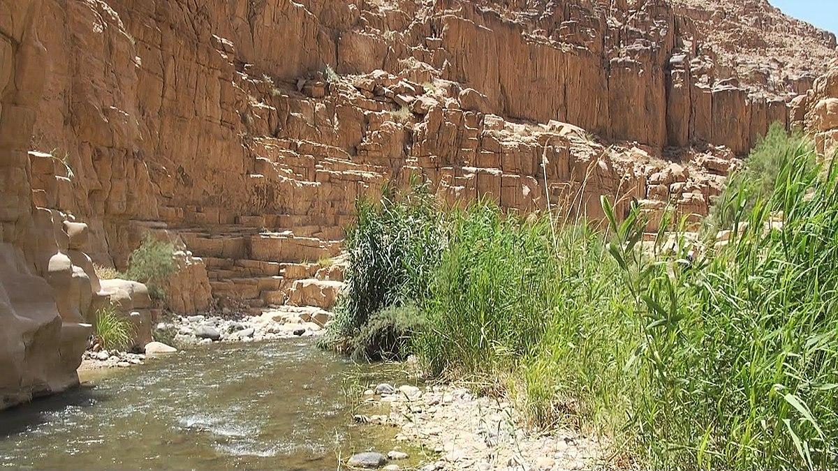 Hiking trail in Wadi Mujib. Photo taken by  Hiking In Jordan,  distributed under  CC BY-SA 3.0  license.