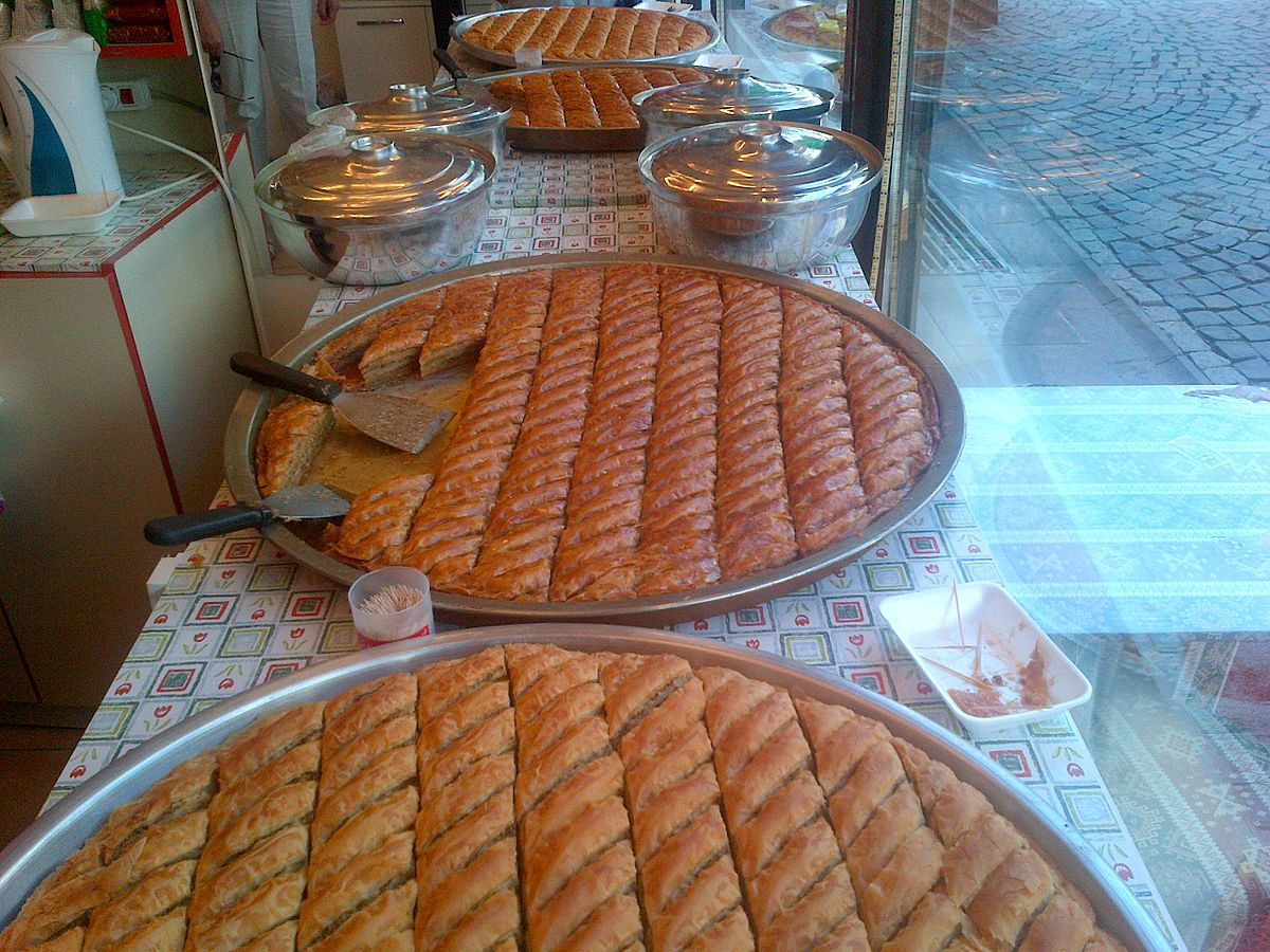 Trays of fresh baklava. Photo taken by E4024, distributed under  CC BY-SA 4.0  license.