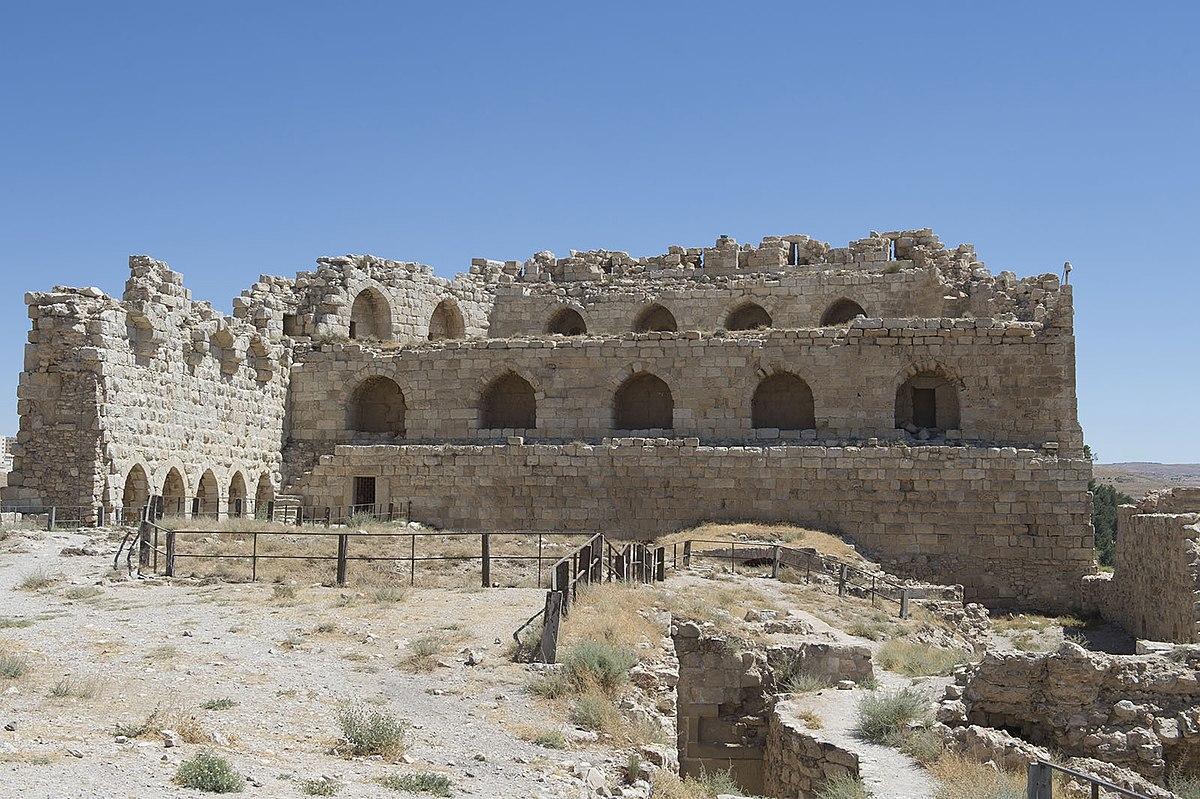 Kerak Castle. Photo taken by Dosseman, distributed under  CC BY-SA 4.0  license.