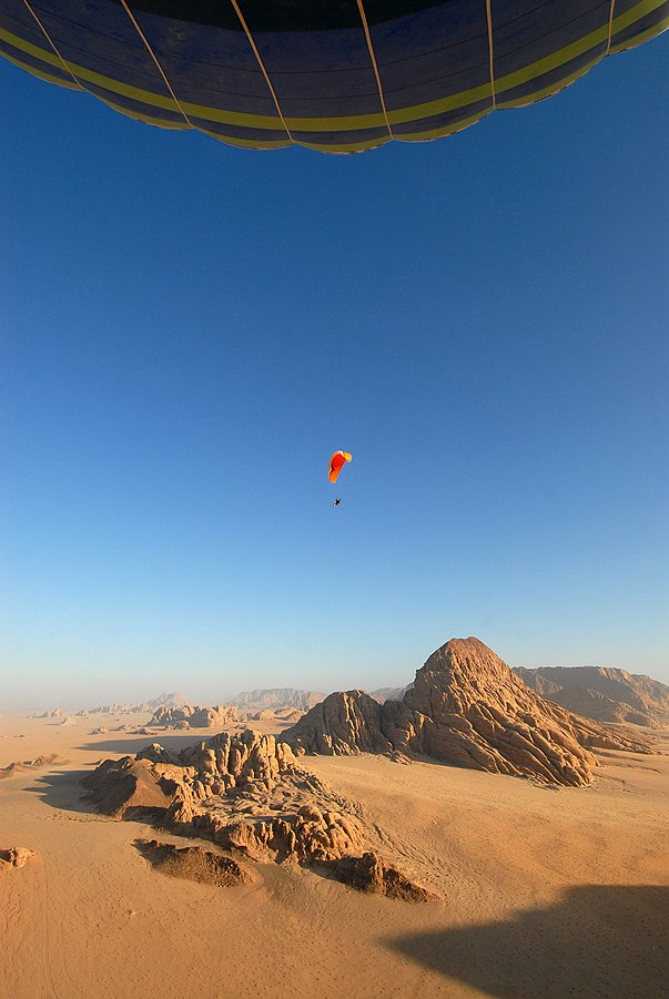 View over Wadi Rum from the hot air balloon. Photo taken by Anark75, distributed under  CC BY-SA 3.0  license.