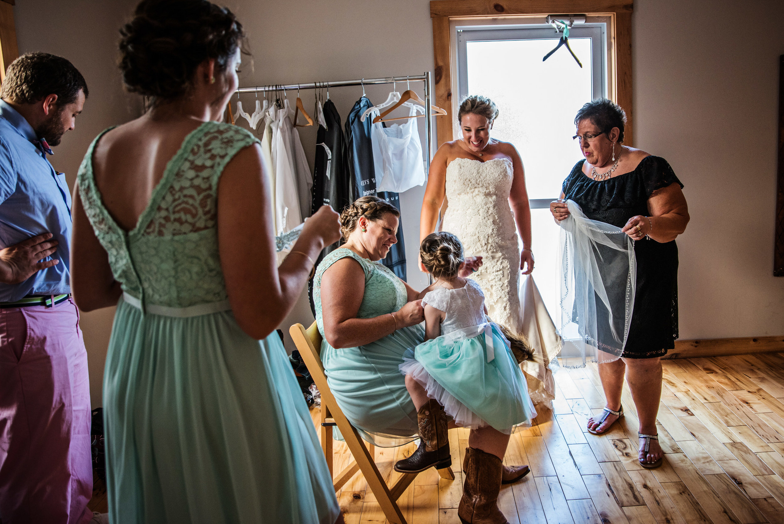 LiganoreWineryWedding-Amber&Andy-GettingReady-222.jpg