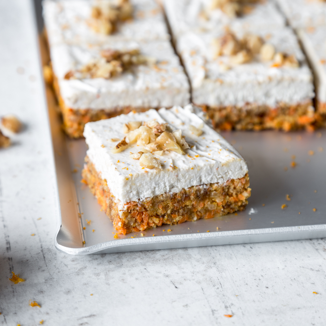 Raw-Carrot-Bites-mit-Kokos-Topping_featured.jpg