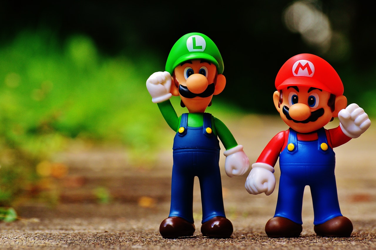 Super Mario Brothers. Luigi (left) and Mario (right)