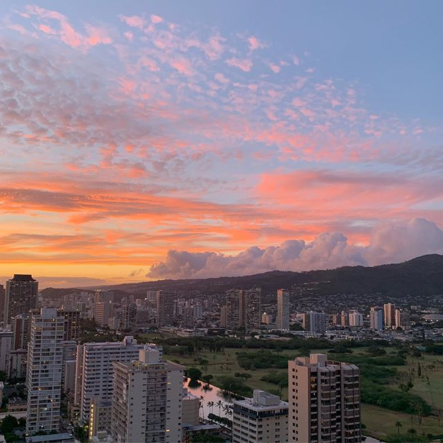 Tonights unfiltered sunset is brought to you by the letters U and R not in hawaii and we R #aloha #hawaii #vacation #sunset