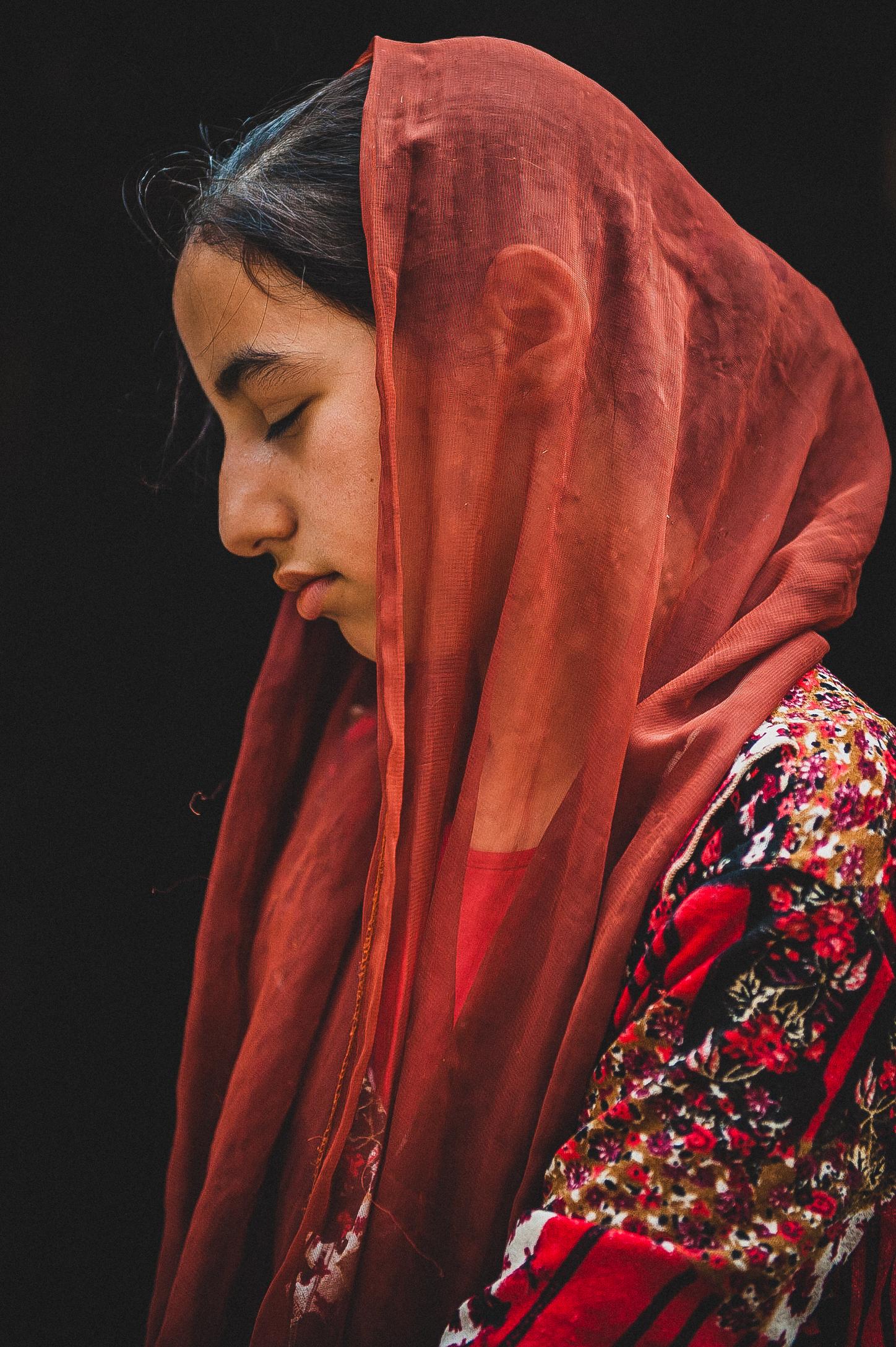 dziewczyna w czerwonej chuscie_1500 krotsz strona (1 of 1).jpg