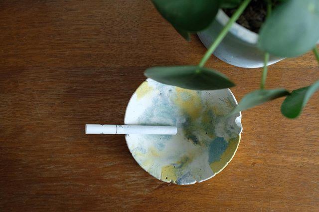 C'est la rentrée, après une semaine de vacances 🌿🌿 . Vous pouvez commandez jusqu'à vendredi midi pour être sur de recevoir vos colis à temps pour la fête des mères 🌱🌾 . . #concrete #beton #colors #light #decorationinterieur #designproduct #handmade #madeinfrance #madebyhand #artisanat #design #minimalism #vegan #soap #photooftheday #instamood #artist #paris #france #beautiful #louandtoinon #candles #femaleartist #womanart #homedecor #ambiance #cactus #fetedesmeres #mothersday