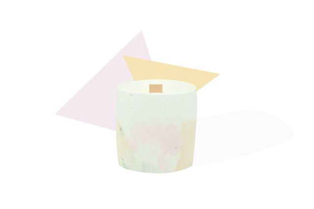 On a lancé nos bougies d'été, tomates vertes et verveine. Elles vont parfumer vos soirées d'été avec délicatesse. . Retrouvez les chez @fleux @klindoeil et @boutiqueweareparis 🌿🌿 . #concrete #beton #colors #light #decorationinterieur #designproduct #handmade #madeinfrance #madebyhand #artisanat #design #minimalism #vegan #soap #photooftheday #instamood #artist #paris #france #beautiful #louandtoinon #candles #femaleartist #womanart #homedecor #ambiance #summer #inspiration #soya #soyawax