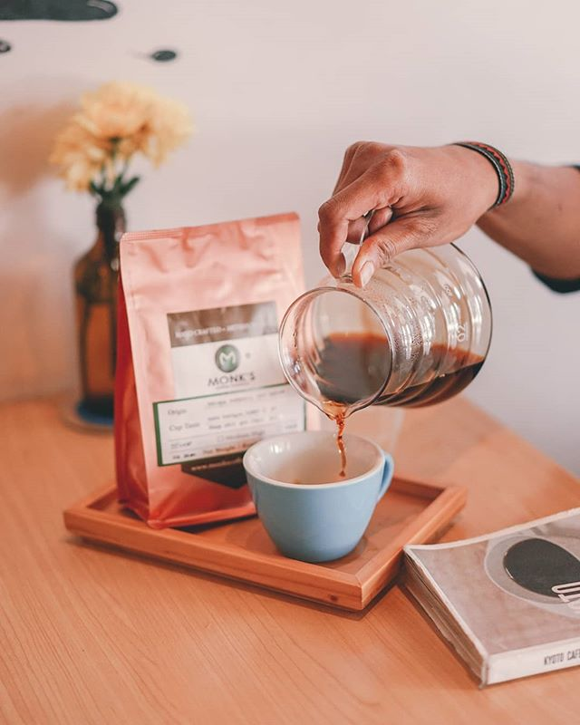 Head down to our cafe to have try the latest beans on the shelf. Ethiopia Magarissa, with a hint of dark choco and sweet grapefruit. Sip slowly and enjoy this cuppa! . #monksroaster #monkscoffee #monkscoffeeroasters #monkscoffeeshop #kulinermedan #dessertmedan #kopimedan #medantalk #medan #medanolshop #cafemedan #medanhits #snackmedan #jajananmedan