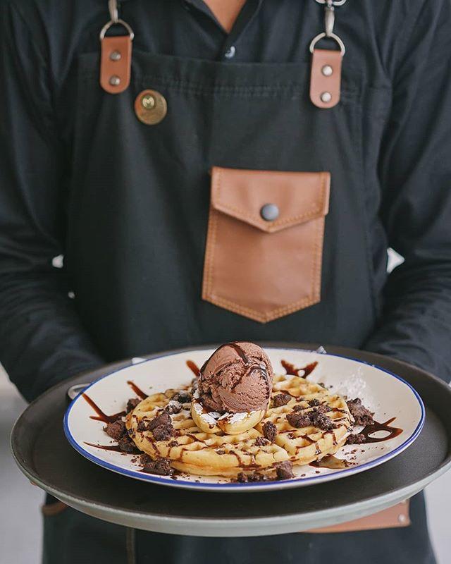 Not even a hoax.  Our Waffle with Choco Ice Cream on top is so good, it's true. Only at #Monks. . #monksroaster #monkscoffee #monkscoffeeroasters #monkscoffeeshop #kulinermedan #dessertmedan #kopimedan #medantalk #medan #medanolshop #cafemedan #medanhits #snackmedan #jajananmedan