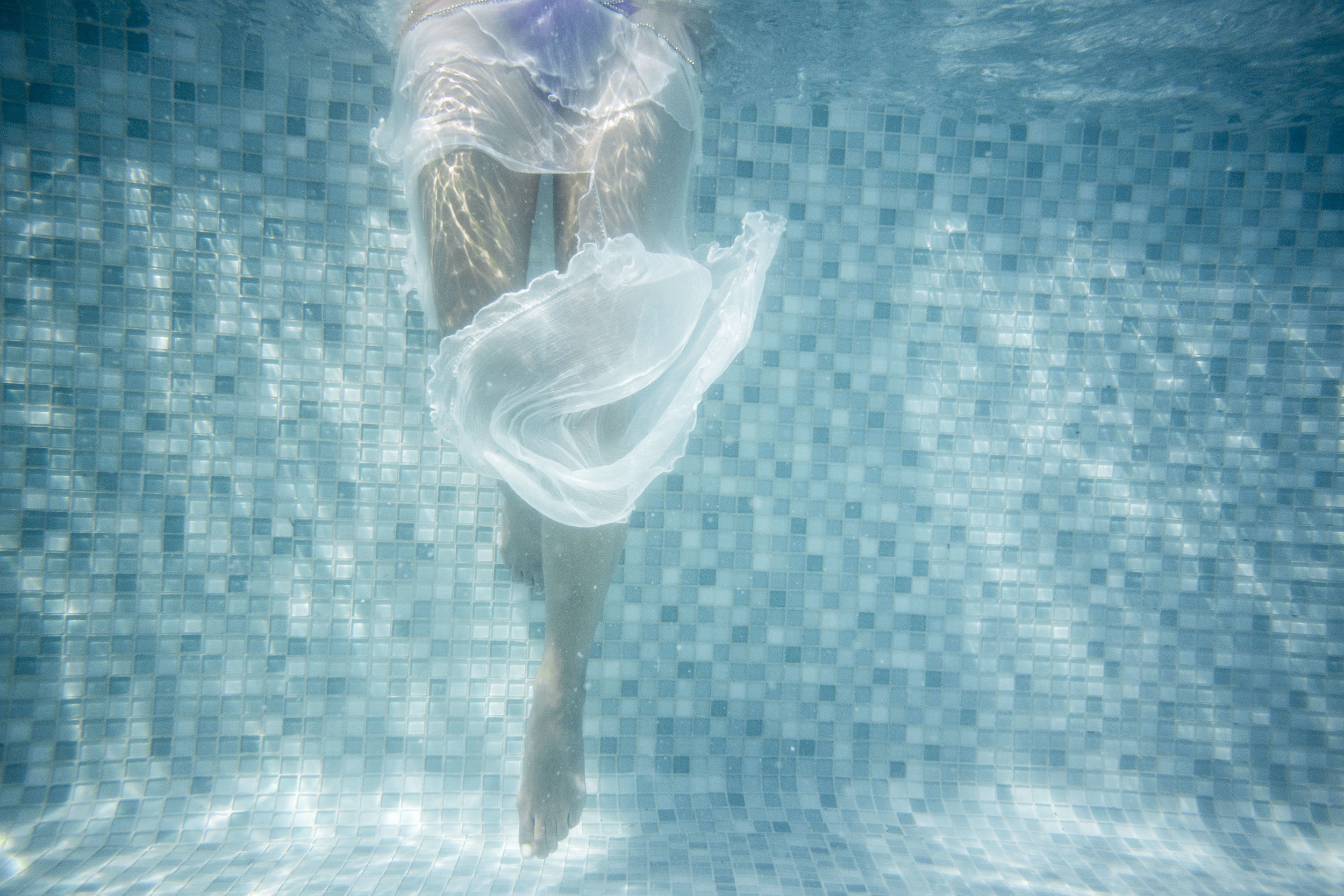 VID_NV_Sky_Garden_legs_underwater.jpg