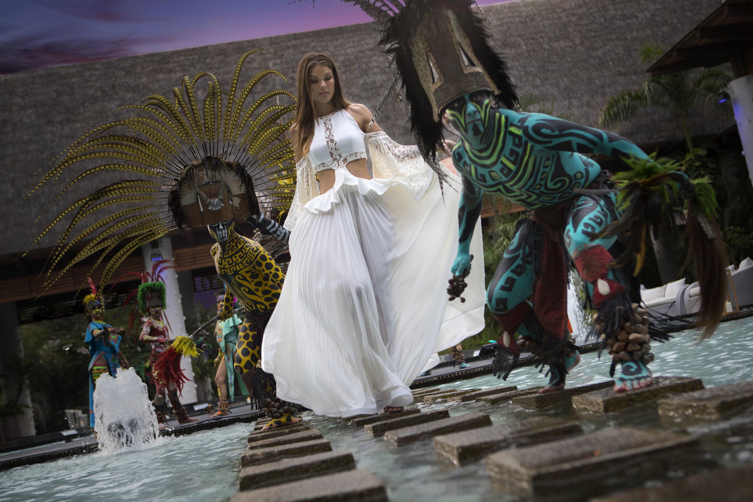 VID_NV_Woman_Santuario_MexPerformers.jpg