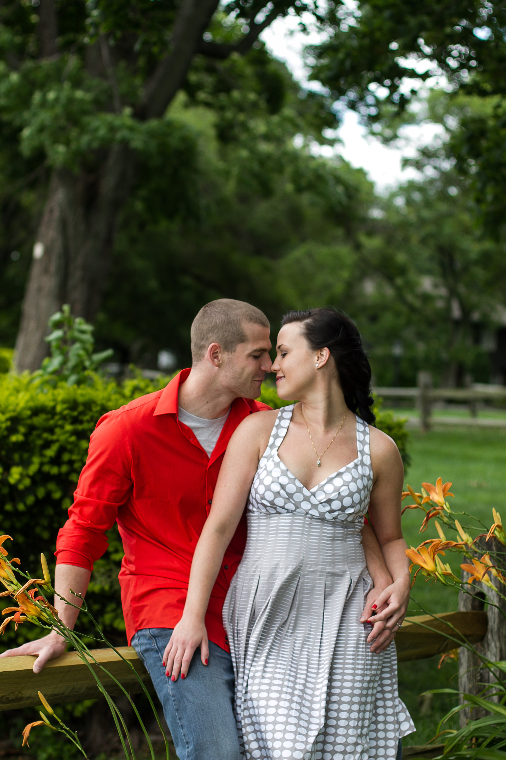 This park on the river was really special to these two so it was an easy choice to do their engagement session there!!